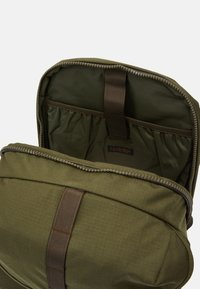 Filson - RIPSTOP BACKPACK - Batoh - surplus green - 4