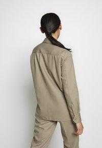 Filippa K - HANNA JACKET - Lehká bunda - khaki - 2