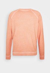 COLD DYE RIVET SWEAT - Sweatshirt - coral orange