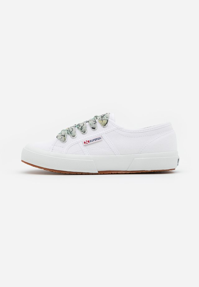 2750  - Sneakersy niskie - white