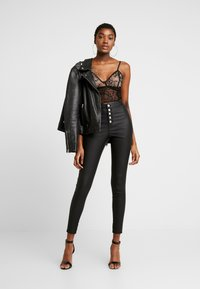 Missguided - VICE HIGH WAISTED BUTTON DETAIL - Jeans Skinny - black - 1