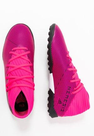 NEMEZIZ 19.3 TF - Astro turf trainers - shock pink/core black