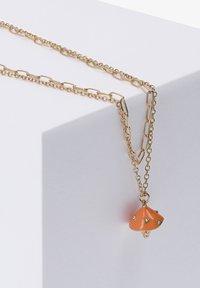 Six - MIT PILZ UND STRASSSTEINEN - Necklace - goldfarben - 1