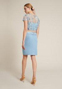 Luisa Spagnoli - PECHINO - Vestido de cóctel - floreale-celeste-celeste - 1