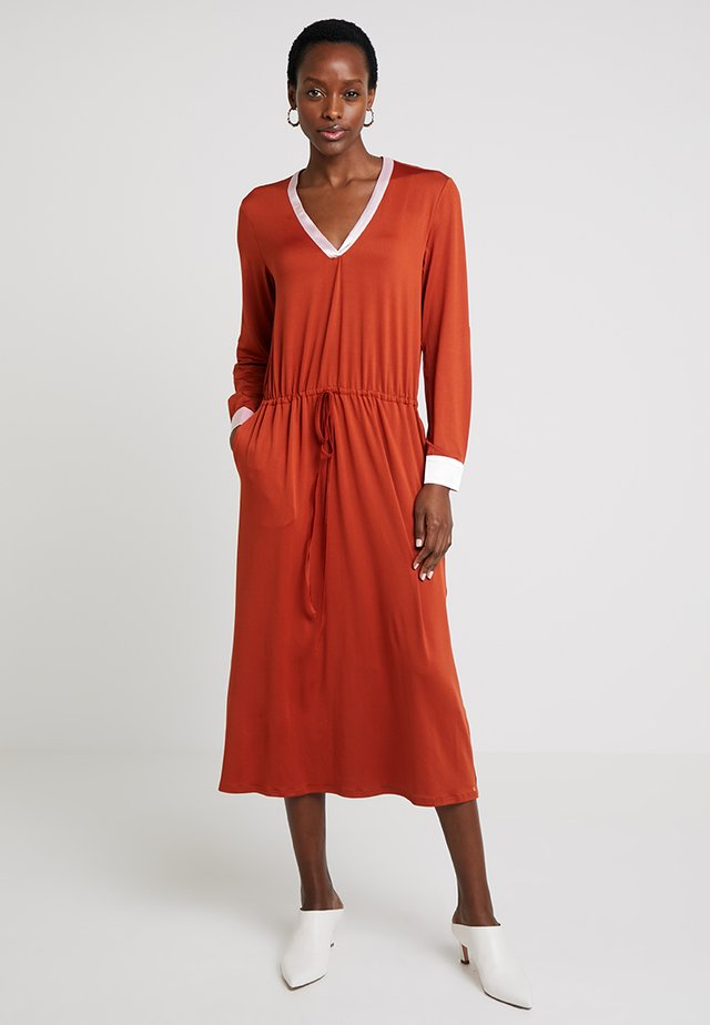 VADA DRESS - Jerseykjole - amber