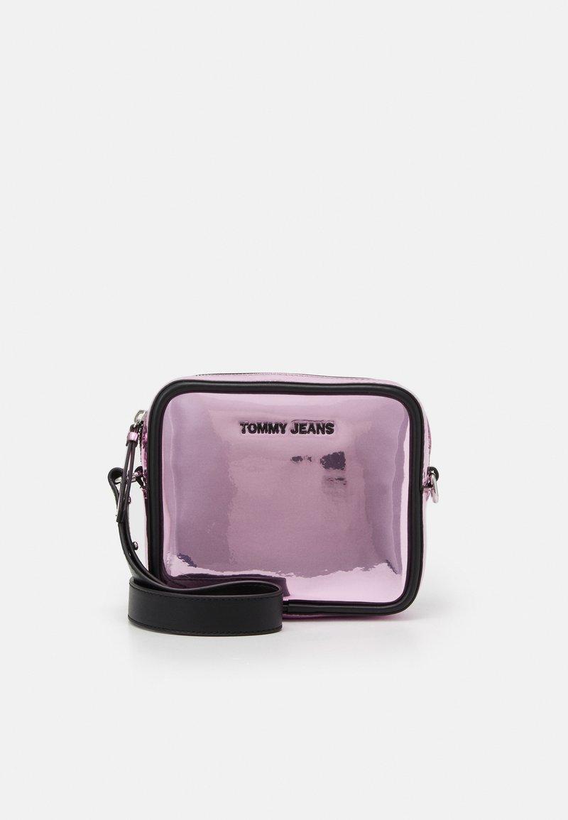 Tommy Jeans - FEMME CROSSOVER - Torba na ramię - pink