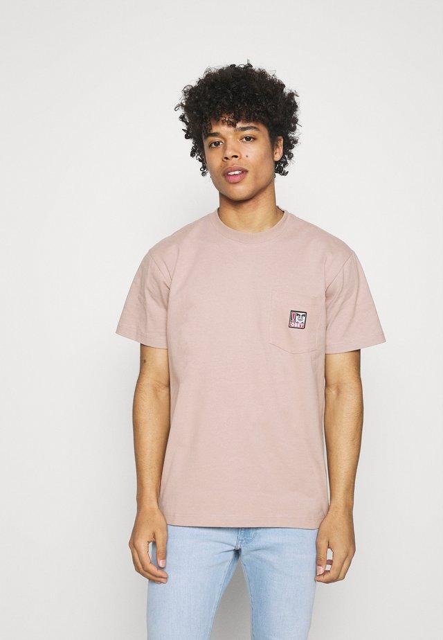 POINT ORGANIC POCKET TEE - Print T-shirt - gallnut