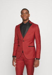 Isaac Dewhirst - THE TUX - Dress - red - 2