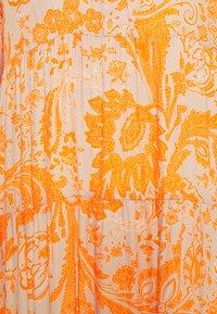 Emily van den Bergh - Maxikjole - sand/orange - 2