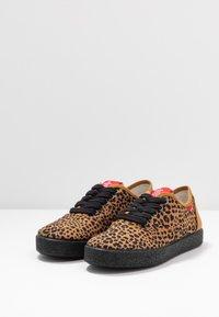 Grand Step Shoes - SASHA - Trainers - brown - 4
