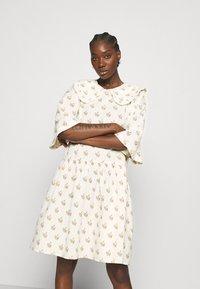 Stella Nova - Denní šaty - simple follows - 0