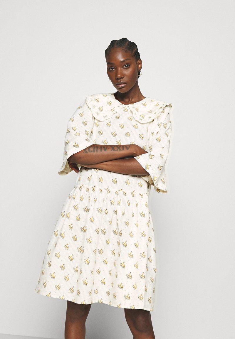 Stella Nova - Denní šaty - simple follows