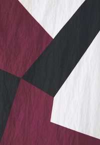 Tommy Hilfiger - LIGHTWEIGHT HOODED PRINT JACKET - Kevyt takki - dazzle rouge - 7