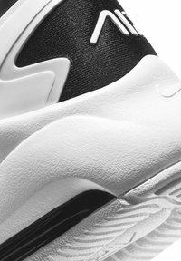 Nike Sportswear - MAX BOLT - Matalavartiset tennarit - white/white/black - 5