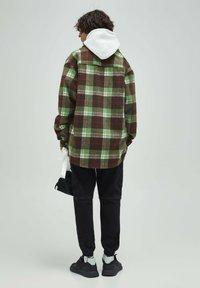 PULL&BEAR - Skjorta - mottled green - 2