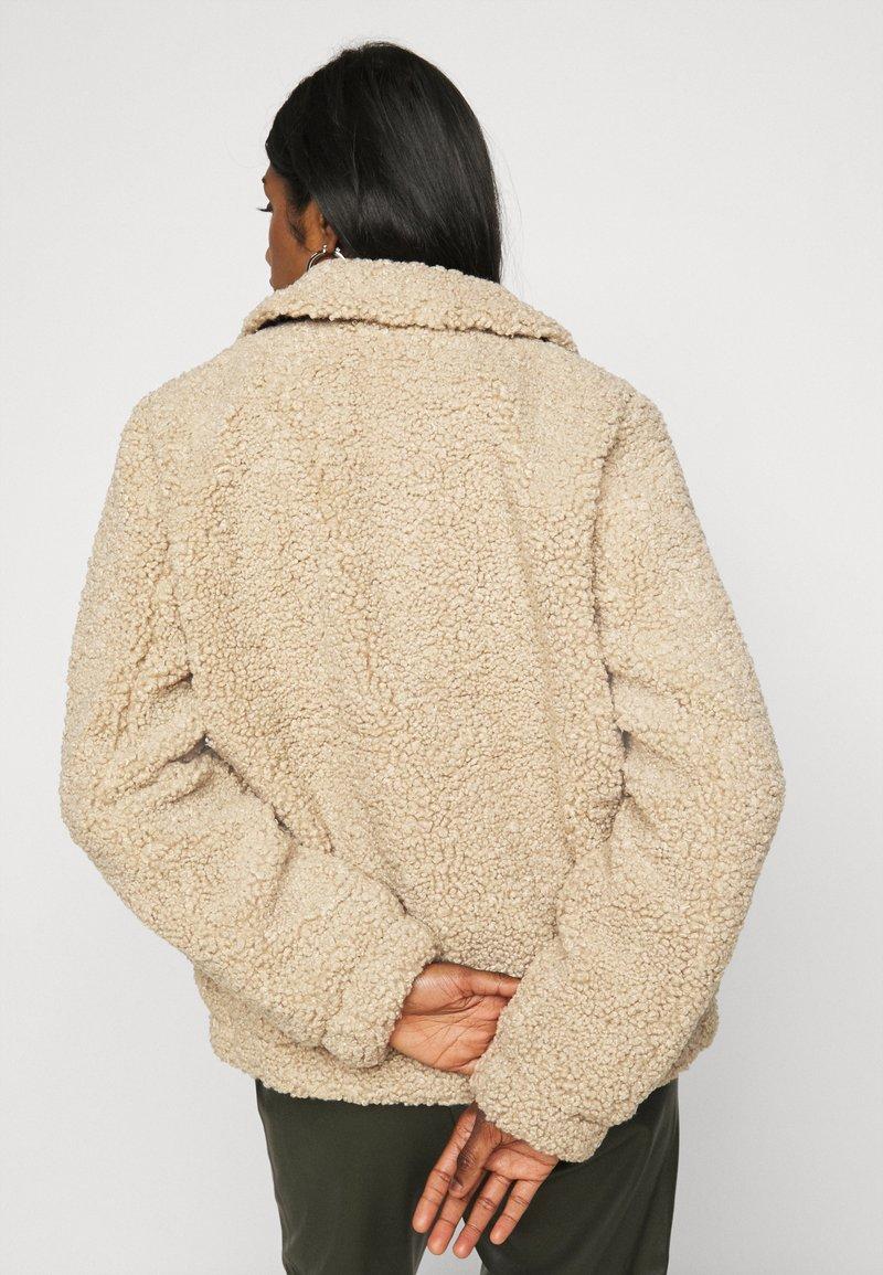 Noisy May Petite - NMGABI JACKET - Winter jacket - white pepper