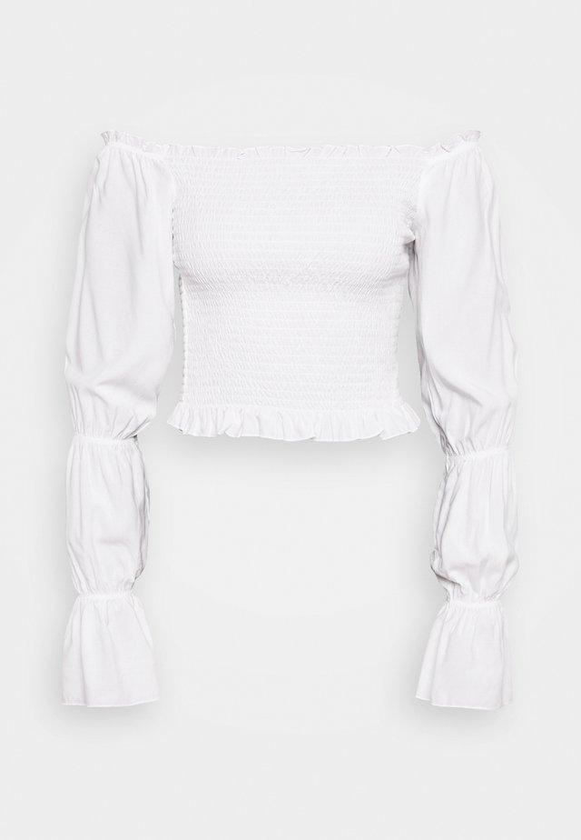 PAMELA REIF X NA-KD PUFFY SLEEVE SMOCKED - Bluzka - white