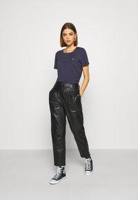 Tommy Jeans - SLIM CNECK - T-shirt basic - blue - 1