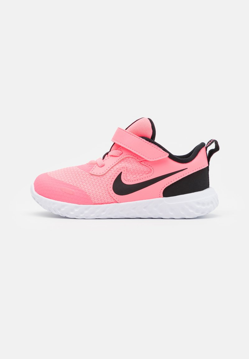 Nike Performance - REVOLUTION 5 UNISEX - Zapatillas de running neutras - sunset pulse/black/white