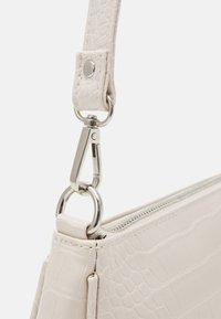 Gina Tricot - NORA BAG - Handväska - beige - 3