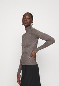 Dorothy Perkins - PEARL BUTTON CUFF ROLL NECK JUMPER - Jumper - taupe - 3