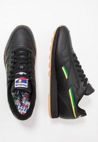 Reebok Classic - Sneakersy niskie - black/baseball green/hero yellow - 1