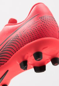 Nike Performance - MERCURIAL JR VAPOR 13 CLUB FG/MG UNISEX - Moulded stud football boots - laser crimson/black - 2