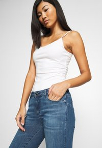 Guess - CURVE X - Jeans Skinny Fit - dry mid - 3