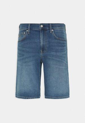 REGULAR  - Szorty jeansowe - bright blue