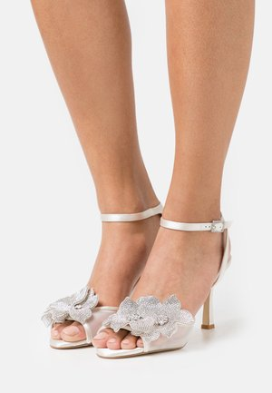 MELLIE - Sandals - ivory
