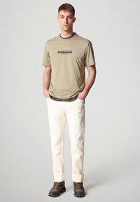 Napapijri - S-OAHU - Print T-shirt - silver sage - 1