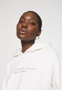 Abercrombie & Fitch - SEASONAL LOGO - Hoodie - white - 3