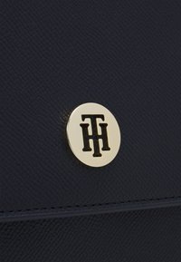 Tommy Hilfiger - HONEY FLAP SATCHEL - Handbag - blue - 4
