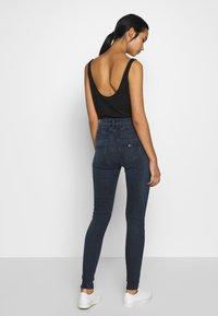 Tommy Jeans - SYLVIA HIGH RISE SUP SKY - Skinny džíny - dark-blue denim - 2