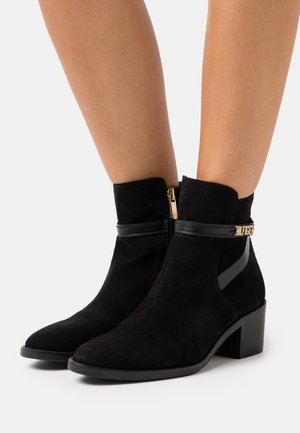 BLOCK BRANDING MID BOOT - Botines - black