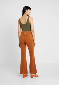 Rolla's - EASTCOAST FLARE - Trousers - tan - 2