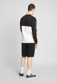 Vans - RETRO SPORT COLORBLOCK - Long sleeved top - white/black - 2