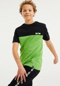 WE Fashion - T-shirt print - green, black - 1