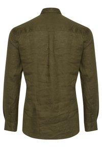 Tailored Originals - Camisa - dark olive - 5