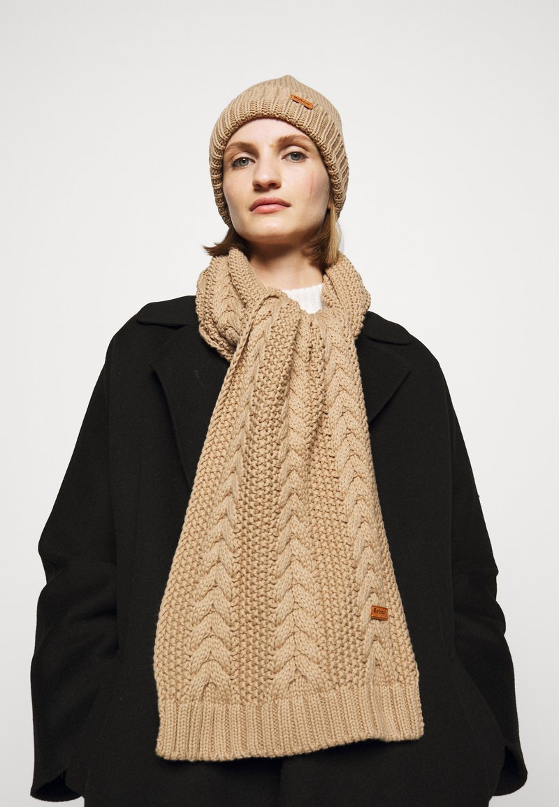 Barbour - CABLE BEANIE SCARF SET - Scarf - camel