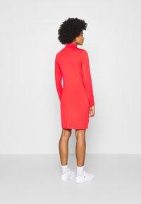Nike Sportswear - DRESS MOCK - Sukienka z dżerseju - crimson - 2