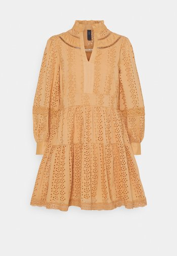 YASGARGI DRESS - Korte jurk - sandstorm
