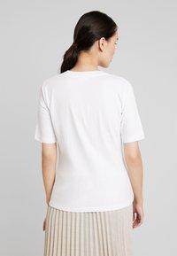 Calvin Klein - V NECK - Basic T-shirt - white - 2