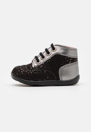 BONBON - Chaussures premiers pas - black
