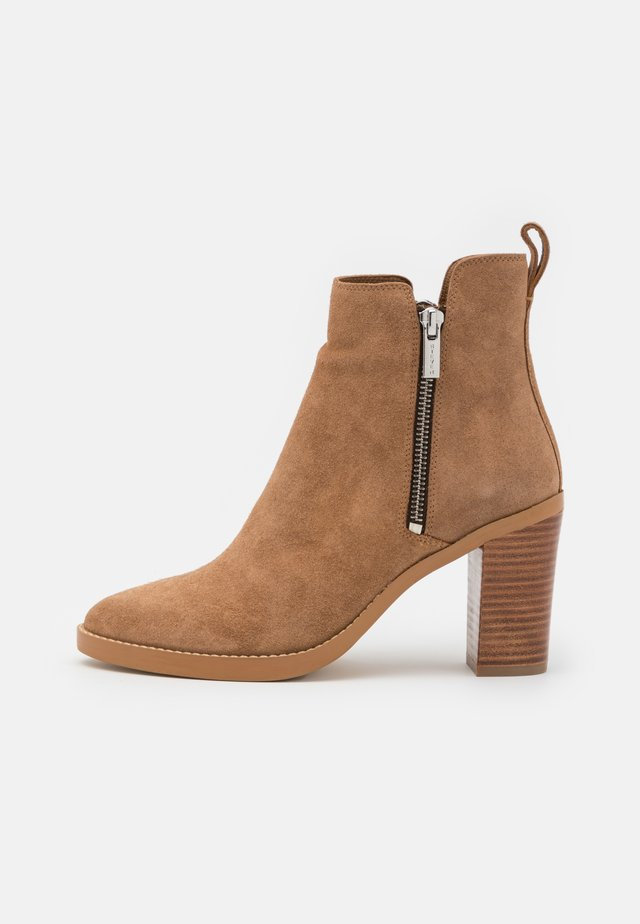 JESS - Classic ankle boots - chestnut