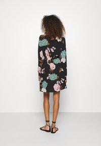 ONLY - ONLNOVA LUX SMOCK SHORT DRESS - Day dress - black - 2