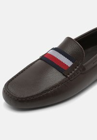 Tommy Hilfiger - ICONIC DRIVER - Mocassins - cocoa - 6