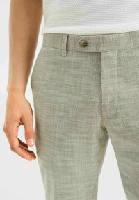 WE Fashion - SLIM FIT  - Trousers - green - 3