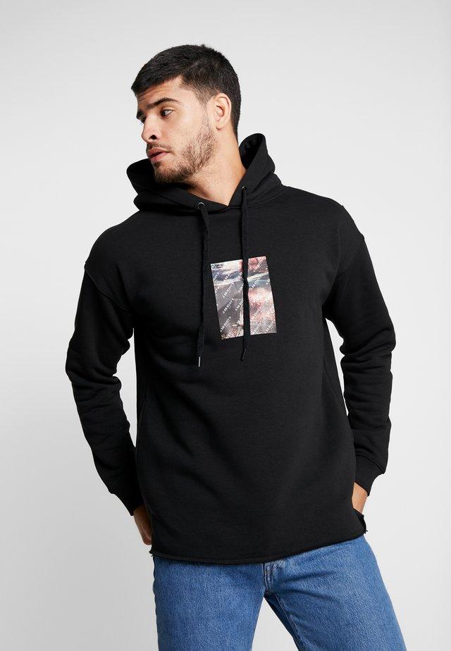 BECARPET - Bluza z kapturem - black