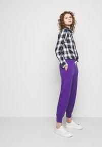 Polo Ralph Lauren - FEATHERWEIGHT - Pantaloni sportivi - purple rage - 3